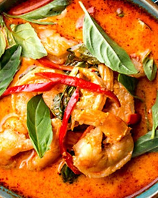 Gambas au curry rouge et lait de coco